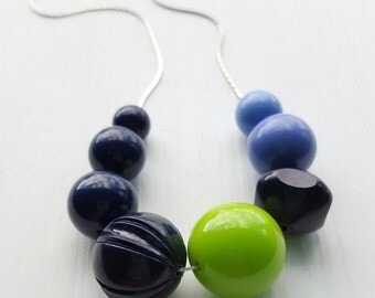 midnight in the garden - necklace - vintage lucite - navy blue periwinkle lime green necklace
