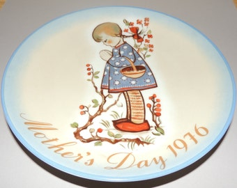 1976 Hummel Mothers Day Plate
