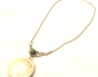 Vintage 70s Green Marbled LUCITE CABOCHON Gold-Tone Locket Necklace / Sarah Coventry FILIGREE Bib Pendant Necklace