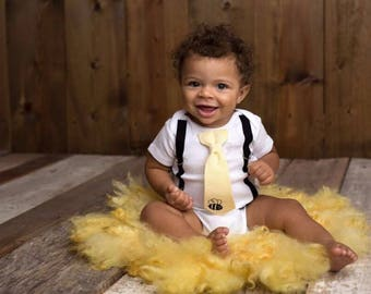 Baby Bee Outfit. Bee Baby Shower Gift. Coming home outfit. Bee Shirt. Tie Suspenders. Bumblebee .  Hospital outfit for newborn.