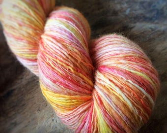Wingkling - NZ corriedale wool  - single thread handspun shawl yarn 102gr 425m