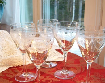 Vintage Etched Stem Ware Wine Glasses Set of 5 / 1940s Does Gilded Age / Downton Abbey Dinner Party Faux Fostoria Holiday Champagne Goblets