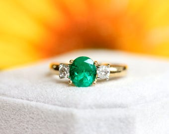 VINTAGE ESTATE, 1.10ct Columbian Emerald ring, 18K yellow gold, MAY Birthstone