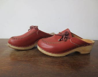 Vintage '70s Rusty Brown Leather Clogs by Ulla, Made in Sweden, Wooden Sole, US Women's Size 8