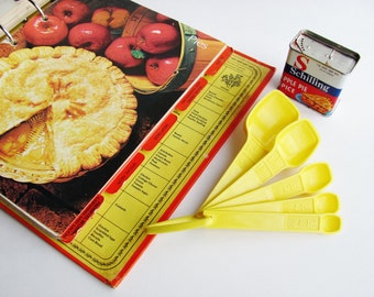 Tupperware Measuring Spoons Yellow Partial Set Of 5 Plus Hanger Holder