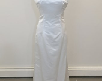 An elegant wedding dress by Carmela Sutera size