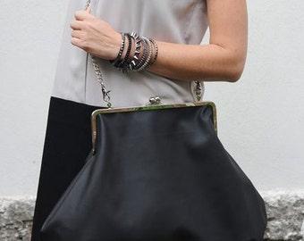 Clutch Bag/elegantbag/vegan leather bag/frame bag/shoulder bag/ black frame bag/chain bag/standout black bag