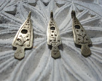 "Moroccan Tuareg fine long small tarnished hand engraved pendant 1"" or 3cm"