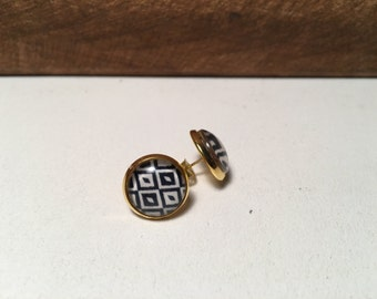 Black and White Stud Earring on Gold Setting- 12mm