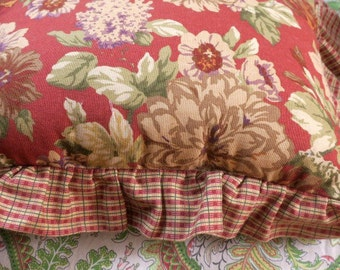 "PILLOW  ... Gorgeous Vintage Toss Pillow Reversible red Roses to Gingham Check 15 x 12"" Plus 2 1/2"" Ruffle"