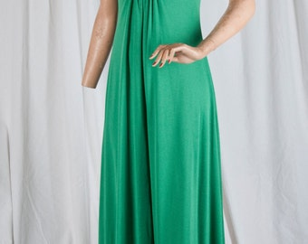 1970s emerald green, knit dress. Feminine, full length, textured, bodice detail, amazing!