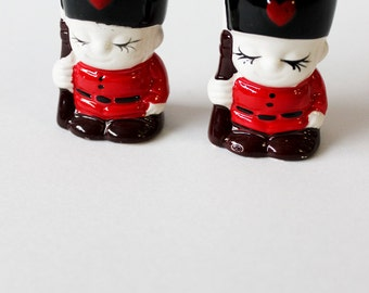 vintage British Salt Pepper Shaker's Queen's Guard Beefeater  Shakers mid century ceramics