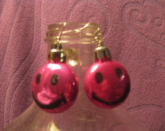SMILEY FACE EARRINGS-Hot Pink