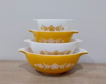 Vintage Pyrex Gold Butterfly Cinderella mixing bowls, nesting bowls, cinderella pyrex, butterfly pyrex, complete set of 4