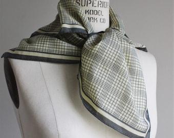 Vintage 1970s Scarf / 70s Glentex Designer Scarf / Grey Gray and Ivory Plaid Tartan Wrap / Check Headwrap / Neckerchief / Kerchief