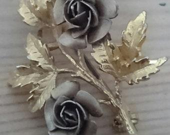 Vintage gold roses brooch