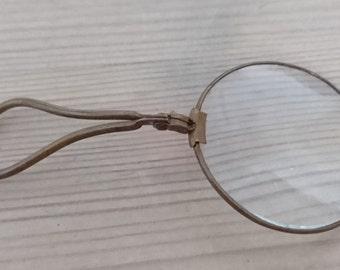 Vintage folding magnifying glass