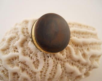 BUTTONS: Brown and gold buttons, 3 sizes 3/4, 7/8, & 1 inch. Set of 18 buttons- 6 of each size.