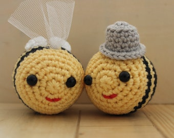 Groom and bride bees - crochet bee - wedding cake topper