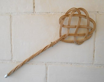 French vintage wicker carpet beater, wicker rattan rug beater, mid century twisted cane rug whipper. Wall hanging decor home cleaning tool