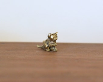 Cat necklace, brass animal necklace, Cat pendant, Kitty necklace, Pet necklace, Cat charm necklace