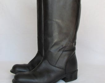Size 9 Black Leather Boots Tall Winter Boots, Tall Snow Boots, Fashion Boots with Zipper, Insolated Boots, Low Heel Boots, Made in Canada