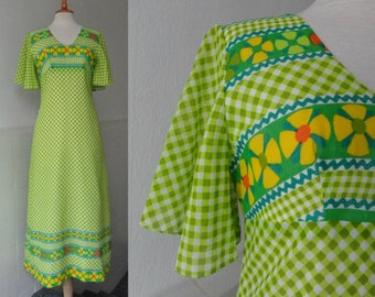 Green Tartan 70s Maxi Dress With Flowers // Wonderful Mermaid Of Denmark // Size 40 // Made In Denmark
