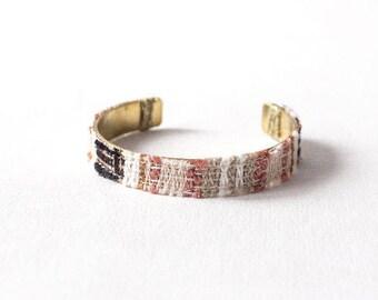 BALANCE Bracelet cuff Gaia weaving natural fibers on black, beige, pink, white brass ring