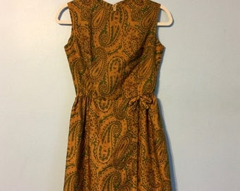 Vintage 1960s CLASSY Paisley Dress!