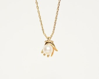 Gold Vermeil,Tiny Hand Necklace, Pearl Necklace, Hand Holding Pearl,Simple Elegant Ladies Hand Holding Pearl Bead Pendant Charm Necklace