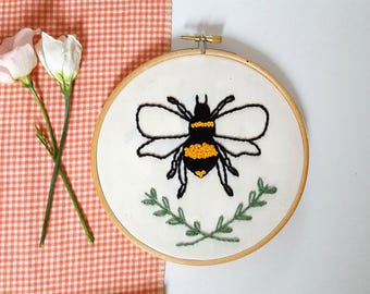 Medium Bumble Bee With Leaf Detail Embroidery Hoop - Framed Wall Art, Gift, Present, Nature, Quirky Art, Fiber Art