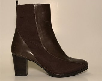 Brown '90s ankle boots booties - 9 US - leather and elastic stretch, heel, really comfy