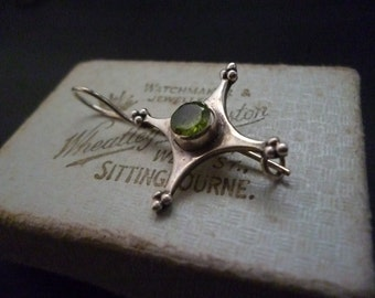"Unique sterling silver and Peridot brooch - Vintage - 925 - 1.75"" x 0.9"""