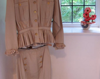 Chanel Boutique Vintage Cream Cotton Skirt Suit