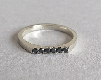 delicate engagement ring with black daimonds, thin engagement ring, everyday ring, unique engagement ring, black diamond ring, minimal ring