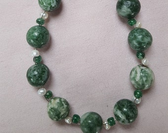 Green spot, Aventurine and Pearl