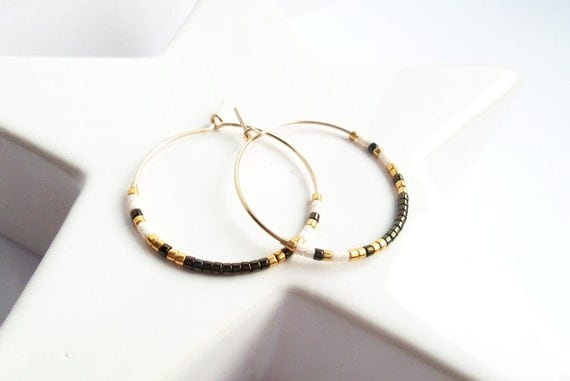 Small Creole Brown metallic Golden unbleached white pearls ring plate GOLD of minimalist quality delicate thin 3 centimeters