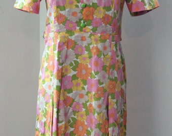 Vintage dress / 80s with delicate floral design