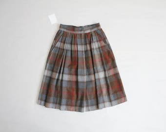 grey plaid skirt | plaid wool skirt | 1970s plaid skirt
