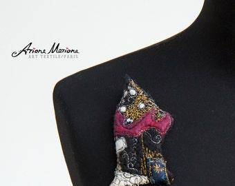 Mini Art House Pin Black Cranberry Golden Silver  Slow Design France, Paris