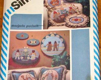 Vintage 1980s Marjorie Puckett Craft Sewing Pattern & Transfer Simplicity 5914 Sunbonnet Sue Overall Sam Applique Motifs Uncut Factory Folds