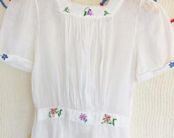 Edwardian Vintage 1920s Girls Dress Sheer Crisp White Floral Embroidery Details