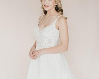 White Flower Blossom Bridal hair Vine.