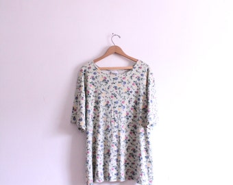 Pale Floral Baggy 90s Tee