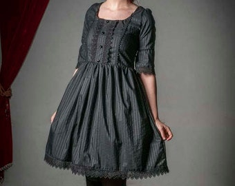 Queen of decadence - Gothic Lolita Strippes Black Dress