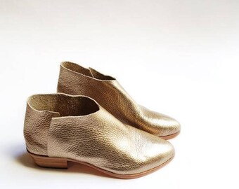 The Terilyn. Pebbled Gold. 3cm. Handmade Shoes.