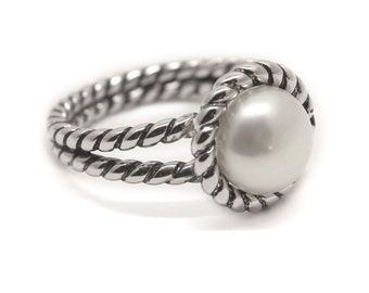 Sterling Silver Pearl Ring with Rope Border