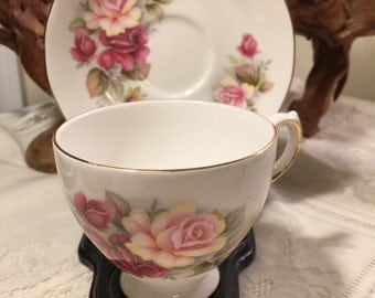 Cabbage roses teacup - Queen Anne bone china teacup - made in england - big roses teacup