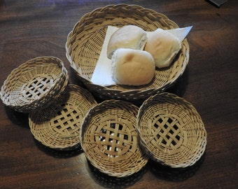 Vintage woven bread baskets set