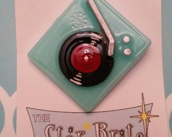Retro Hi Fi Record Player brooch
